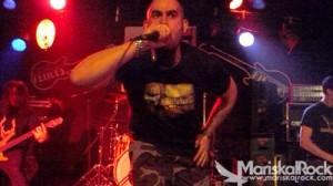 Chava, cantante de Second Silence, pura agresividad hardcoreta