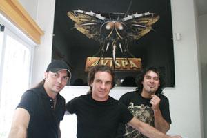 Andy, Niko y Tony a la entrada de los M-20