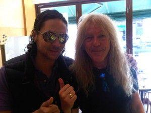 Ñako Martínez con Janick Gers en la cafetería polaca en Chiswick, Londres