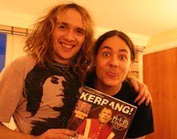 Justin Hawkins y Ñako Martínez. Noviembre de 2005, Londres.