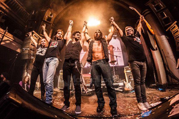 Toda la banda al final del concierto