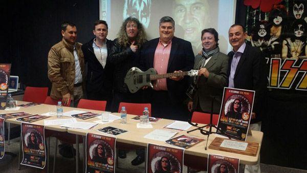 La rueda de prensa en Burlada donde se presentó el sorteo de la guitarra firmada por Gene Simmons y el meet & greet