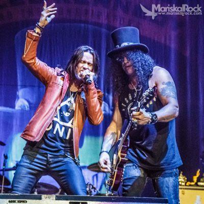 Slash y Myles Kennedy en el concierto del Barclaycard Center (Palacio de los Deportes) de Madrid. 07/07/15