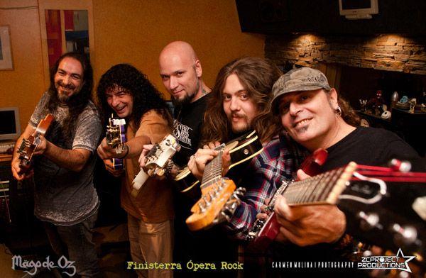 Dani Castellanos, Frank, Antonio Bernardini, Manuel Seoane y Carlitos, guitarristas de Mägo de Oz en Finisterra Opera Rock, en Cube