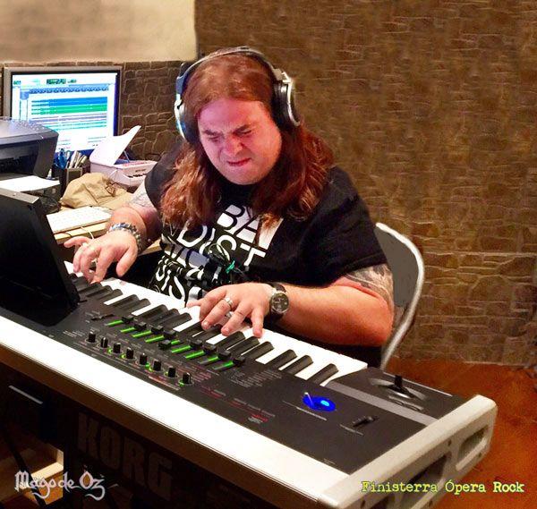 Manuel Ibáñez de Medina Azahara en el estudio con Mägo de Oz grabando 'Finisterra Ópera Rock'