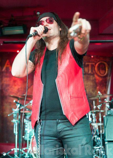 Zeta cantó y fue el representante de Mägo de Oz en este Rockferéndum
