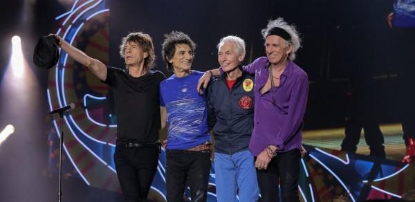 Rolling Stones saludando tras acabar su concierto en el Estadio Único de la Plata de Argentina