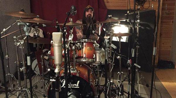 Anono en el estudio grabando las baterías para el nuevo disco de Bürdel King 'Si dios está en todas partes, fuego a discreción'