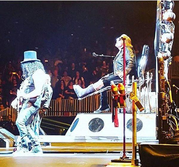 Guns N' Roses Las Vegas T-Mobile 2016 Axl Rose dedo roto
