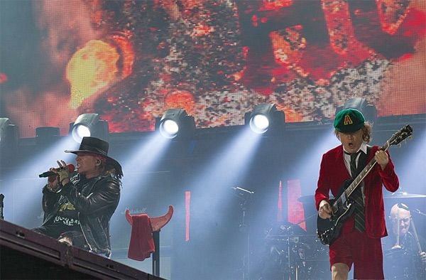 Angus Young AC/DC y Axl Rose concierto Lisboa 07/05/16 show Portugal
