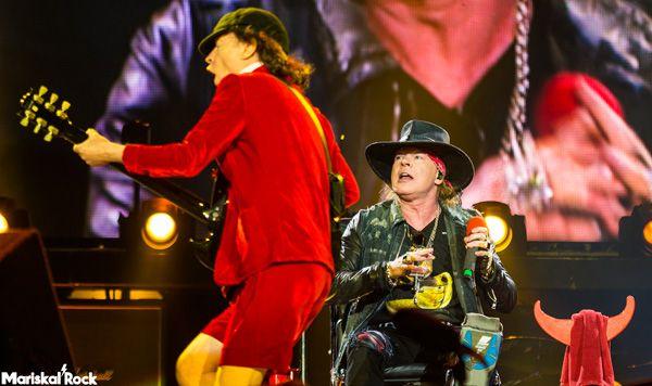 Axl Rose y Angus Young jutnos en directo en el Estadio de La Cartuja de Sevilla de AC/DC el pasado 10 de mayo