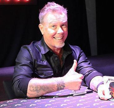 Hetfield-nuevo-firma-Metallica