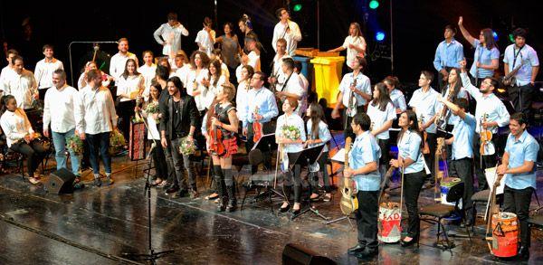 orquesta-de-instrumentos-reciclados-de-cateura-judith-mateo-manu-carrasco