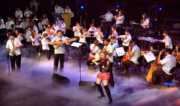 orquesta-de-instrumentos-reciclados-de-cateura-y-judith-mateo