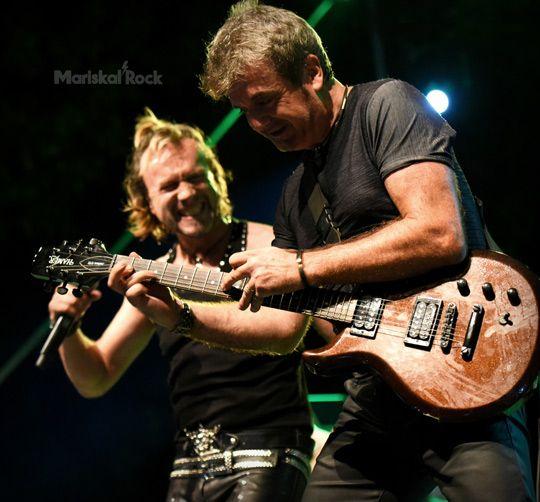 Tigres-directo-can-mercader-cantante-guitarra