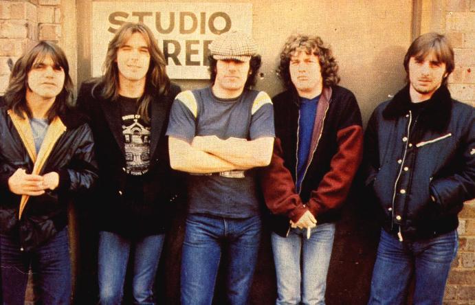 """AC/DC celebra el 40º aniversario de """"Back In Black"""" con una serie ..."""