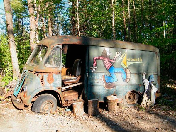 Encuentran Van de Aerosmith abandonada en un bosque