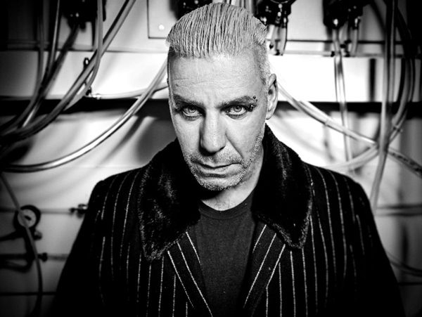 Vocalista de Rammstein le rompe la mandíbula a un fan
