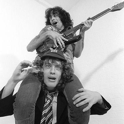 Bon Scott y Angus Young AC/DC